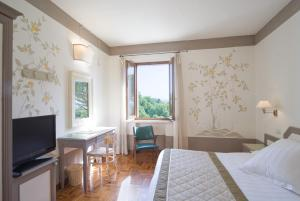 A television and/or entertainment center at Albergo Le Terme