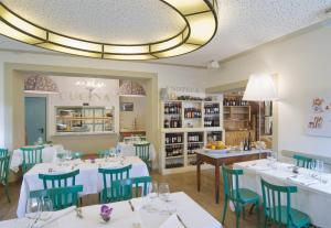 A restaurant or other place to eat at Albergo Le Terme