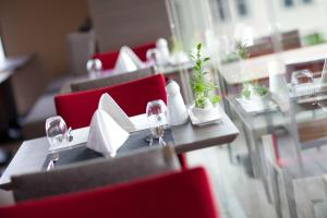 Un restaurante o sitio para comer en ibis Bangkok Siam