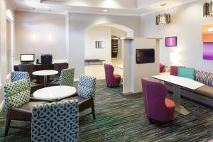 A restaurant or other place to eat at Residence Inn Fort Worth Cultural District