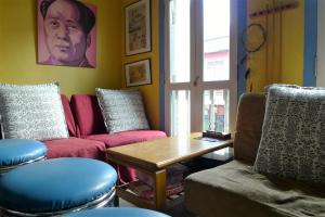 A seating area at Betel Box Backpackers Hostel
