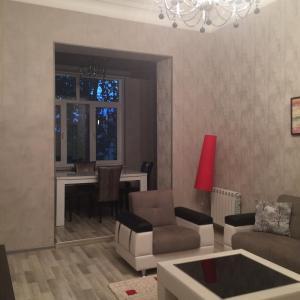 O lounge ou bar de Azneft Square Apartment