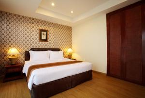 A bed or beds in a room at Nova Park Hotel