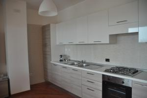 A kitchen or kitchenette at La Mia Casa Romana