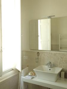 A bathroom at Antica Loggetta