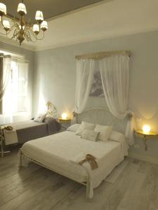 A bed or beds in a room at Antica Loggetta