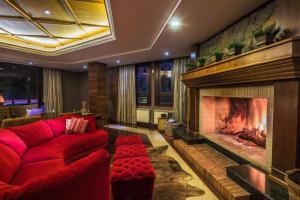 The lounge or bar area at Hotel Serra Nevada