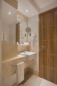 A bathroom at Hotel Atlantico Praia