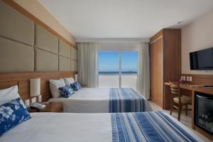 A bed or beds in a room at Hotel Atlantico Praia