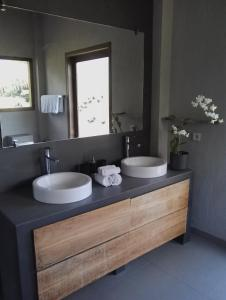 A bathroom at Ju'Blu Hotel