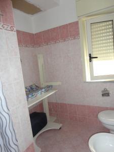 A bathroom at B&B Emmanuel