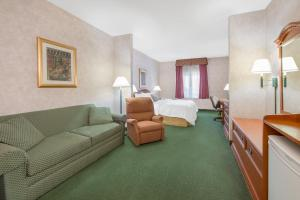 A room at Days Inn & Suites by Wyndham Dumas