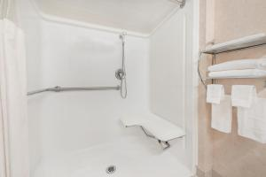 A bathroom at Days Inn & Suites by Wyndham Dumas