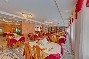 A restaurant or other place to eat at Health Resort Dolina Narzanov Zheleznovodsk