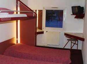 A television and/or entertainment centre at Drive Inn Hotel