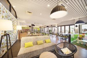 A restaurant or other place to eat at Ibis Styles Karratha