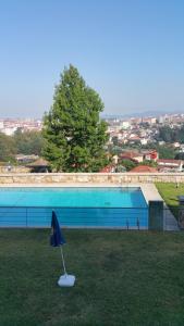 The swimming pool at or near Apartamento Castrelos