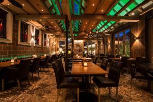 Ein Restaurant oder anderes Speiselokal in der Unterkunft Meiser Altstadt Hotel