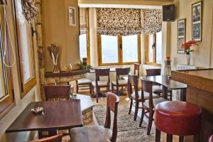 Εστιατόριο ή άλλο μέρος για φαγητό στο Ξενώνας Ίριδα