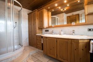 Ein Badezimmer in der Unterkunft Meiser Rosenstuben Hotel