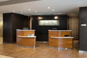 The lobby or reception area at Courtyard by Marriott San Mateo Foster City