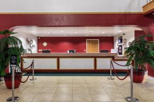 Лобби или стойка регистрации в Branson Towers Hotel
