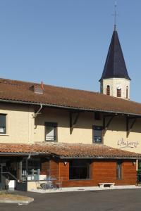 A balcony or terrace at Auberge Bressane de Buellas