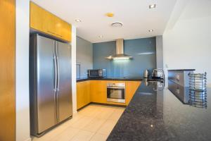 A kitchen or kitchenette at Serenity at the Cove