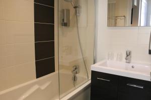Salle de bains dans l'établissement Hotel du Théatre
