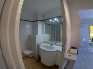 A bathroom at Studio Residence Du Casino