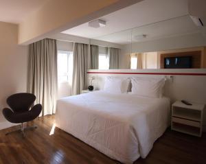 Um quarto em Ez Aclimação Hotel