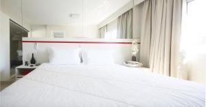 Cama ou camas em um quarto em Ez Aclimação Hotel