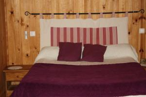 A bed or beds in a room at La Bigue Chambres et Table d'Hôtes