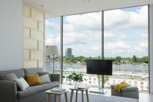 A seating area at Eric Vökel Boutique Apartments - Amsterdam Suites
