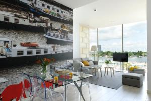 The lounge or bar area at Eric Vökel Boutique Apartments - Amsterdam Suites