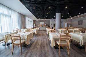A restaurant or other place to eat at Idea Hotel Piacenza