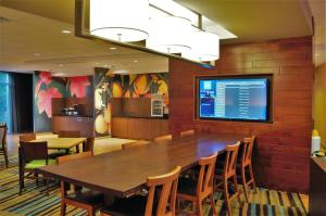 A restaurant or other place to eat at Fairfield Inn & Suites by Marriott Stroudsburg Bartonsville/Poconos
