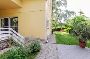 A porch or other outdoor area at Kenese Gyöngye Apartmanház