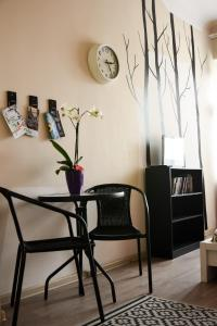 """A seating area at R Hostel """"Easy Kaunas"""""""