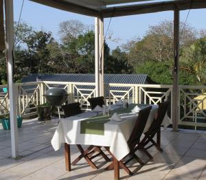 A restaurant or other place to eat at Whalesong Guest House