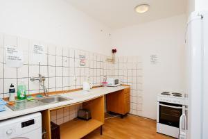 A bathroom at Abex Hostel