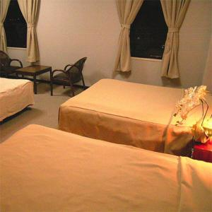 A bed or beds in a room at Hotel Tsubame Hills