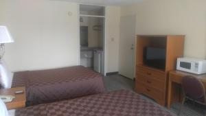 A television and/or entertainment centre at Americourt Extended Stays