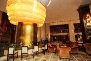مطعم أو مكان آخر لتناول الطعام في فندق غراند روايال