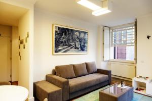 A seating area at Infante Apartment