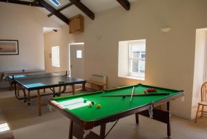 Ping-pong facilities at Timber Hill Self Catering Cedar Lodges or nearby