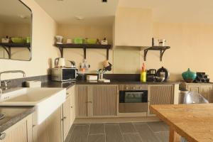A kitchen or kitchenette at Cap Nioulargo