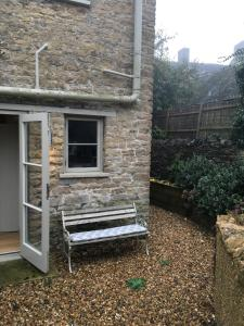 A porch or other outdoor area at Cotswold Cottage