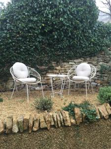 A seating area at Cotswold Cottage