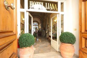 Ein Patio oder anderer Außenbereich in der Unterkunft Hotel Villa Liana